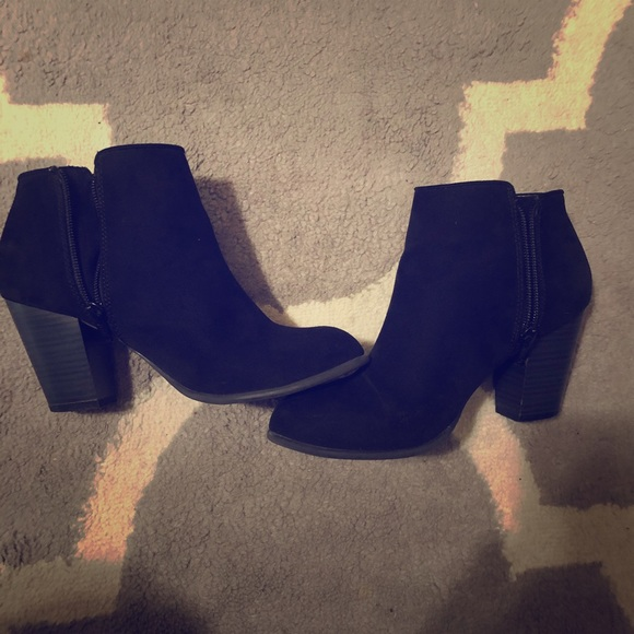 Old Navy Shoes - Black booties